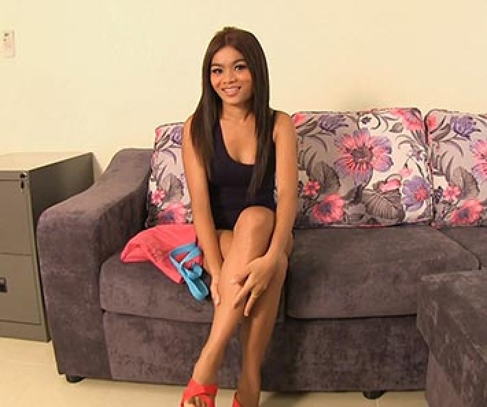 Gorgeous thai teen uses her pussy to get hired